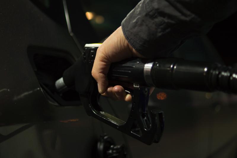 Impuesto verde a los combustibles fósiles: El precio que fijó el gobierno es 8 veces menor a lo que se recomienda para alcanzar las metas del Acuerdo de París